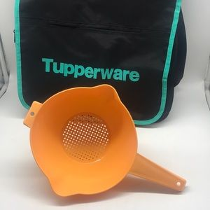 Tupperware 2 Quart colander strainer  with handle